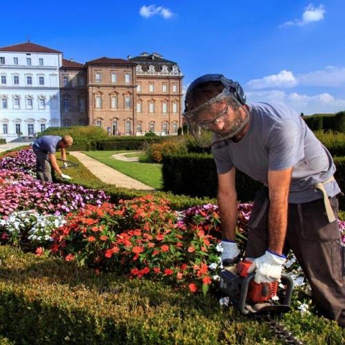 Giardinieri al lavoro nel Giardino a Fiori