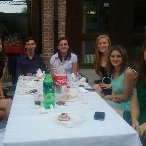 Studenti durante la festa finale in Cascina Medici del Vascello