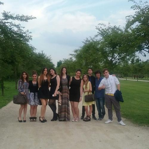 Studenti durante la festa finale nei Giardini