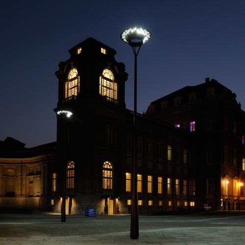 Piazza della Repubblica, antistante la Reggia, illuminata da Michele De Lucchi