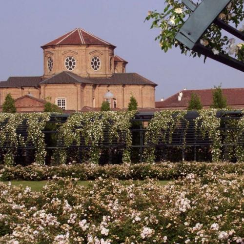 Giardino delle Rose con vista Cappella di Sant'Uberto