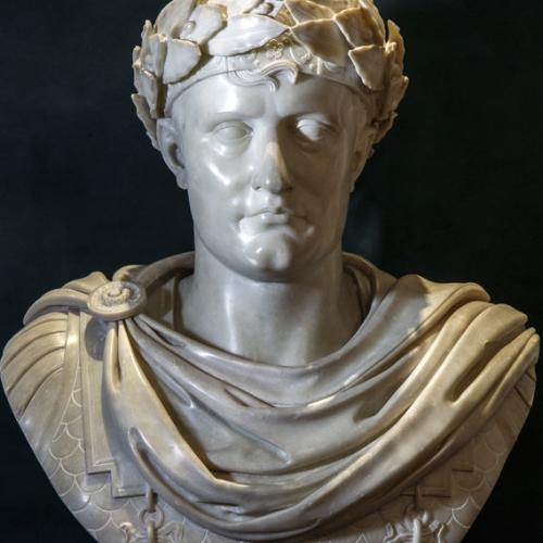 Giacomo Spalla, attribuito, Busto di Napoleone, marmo, 1810 circa, 78 x 46 x 28 cm. Torino, Musei Reali-Palazzo Reale, in deposito alla Reggia di Venaria, sala napoleonica.