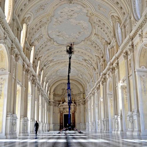 Momenti di pulizia approfondita agli stucchi della Galleria Grande a cura del Centro Conservazione e Restauro La Venaria Reale