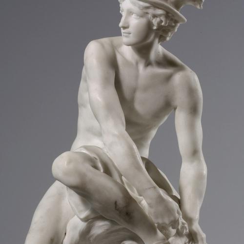 Jean-Baptiste Pigalle, Mercurio che si allaccia i calzari alati, marmo, 1744, Parigi, Muséè du Louvre – Département des Sculptures