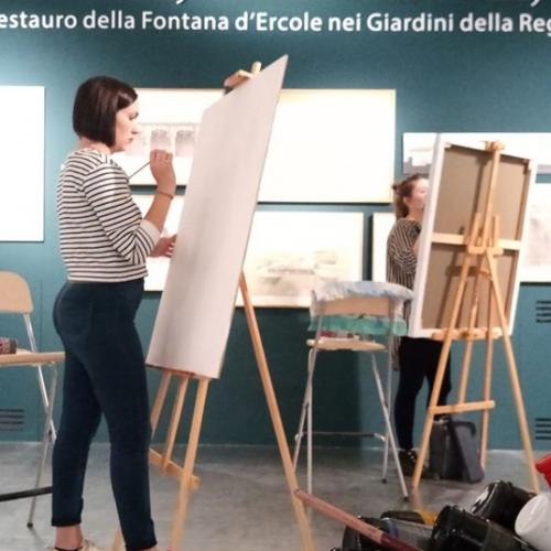 Allieve dell'Accademia Albertina interpretano le copie dei telamoni