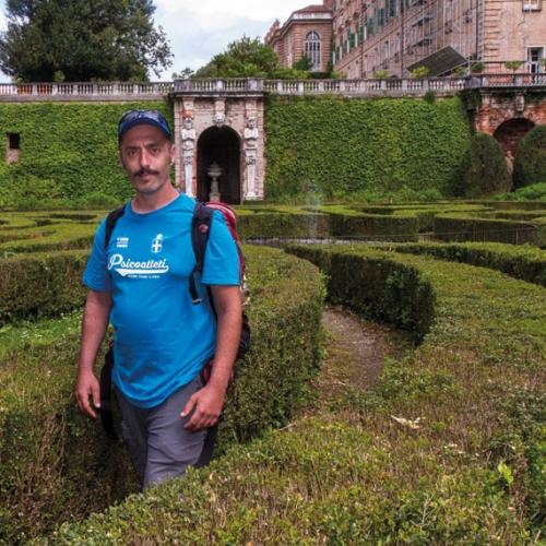 Enrico Brizzi nel giardino del Castello di Agliè